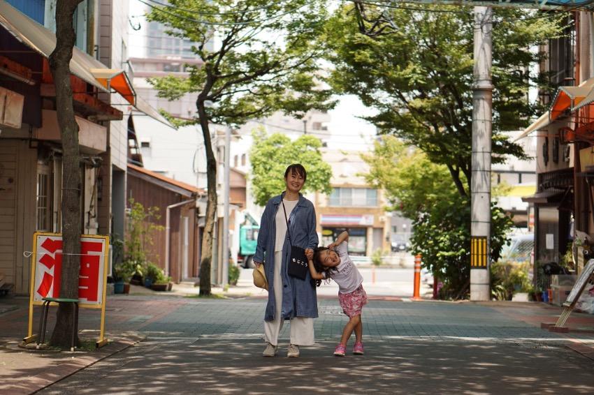 4歳の娘と「豊かさ」を探る九州の旅へ。門司港で出会ったのは、ありのままの私を受け入れてくれる人びと。